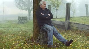 Mariné, 67 años, en el pueblo de la provincia de Ávila al que le...