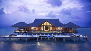 Taj Exotica Resort and Spa, Maldivas. Precio: 689 euros por noche....