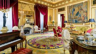 Actualmente en renovación, la Suite Real tiene 300 metros cuadrados,...
