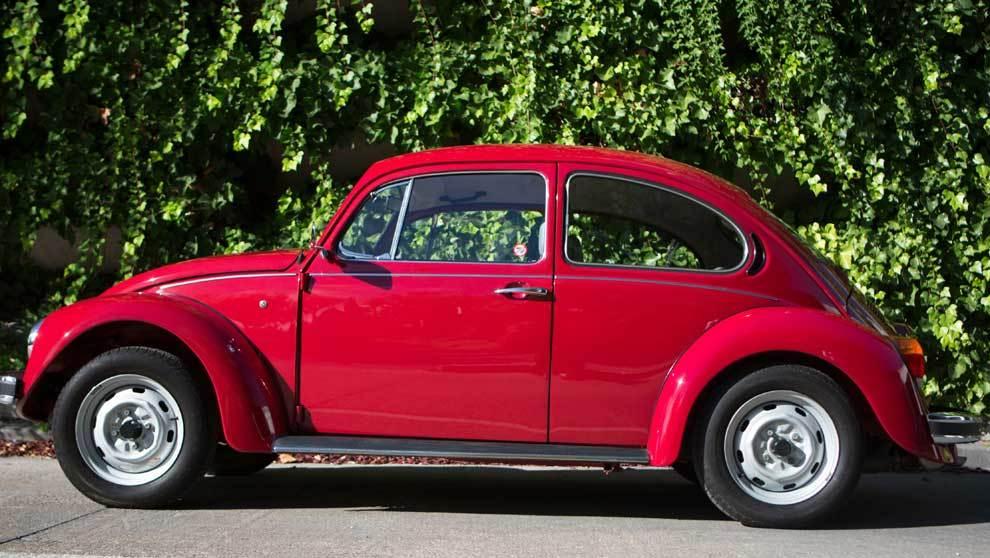 El Volkswagen Beetle es un autómovil que se subasta. Este coche...