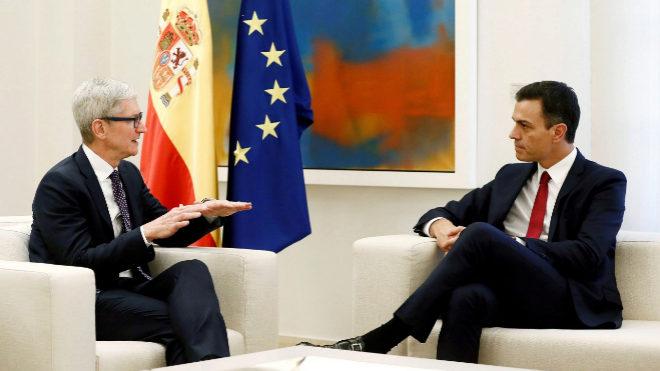 El presidente del Gobierno, Pedro Sánchez, durante su reunión con el...