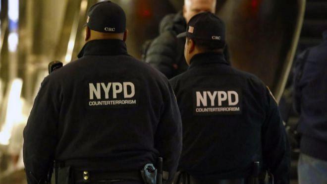 Detectan 2 nuevos paquetes explosivos dirigidos a James Clapper y Cory Booker