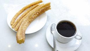 Chocolate con churros y porra de la Chocolatería San Ginés,...