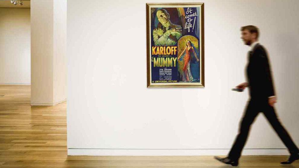 Se espera que la puja por el cartel original de la película La Momia...