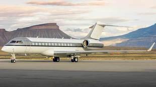 Jet Edge es un avión que se encuentra a disposición del cliente para...