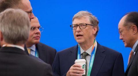 El fundador de Microsoft, Bill Gates, asiste anteayer a la ceremonia...