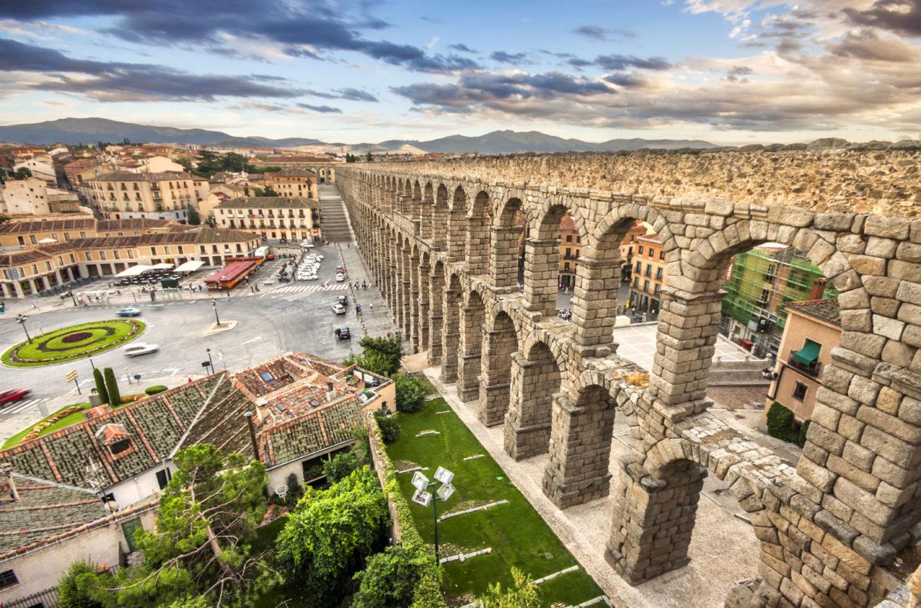 Decir Segovia es decir acueducto. Y, ciertamente, es posible que la...