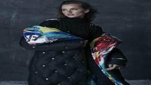 Jersey negro de canalé de cuello alto, de Zara, 25,95 euros. Leggins...