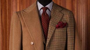 Dos 'must': un abrigo 'covert' y un traje a medida...