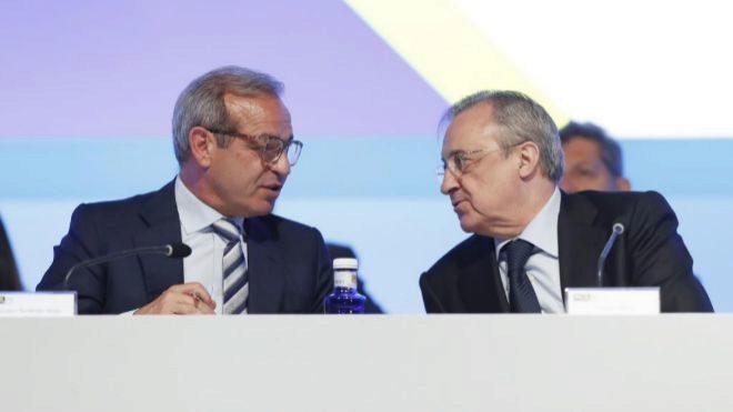 El consejero delegado de ACS, Marcelino Fernández Verdes (izquierda)...