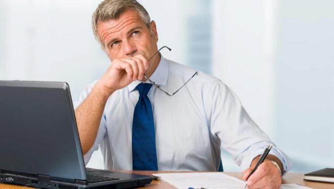 ¿Puede un abogado cobrar una pensión y seguir trabajando?