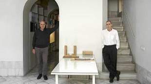 Antonio Cruz, 70 años (izqda.), y Antonio Ortiz, 71, en su estudio...