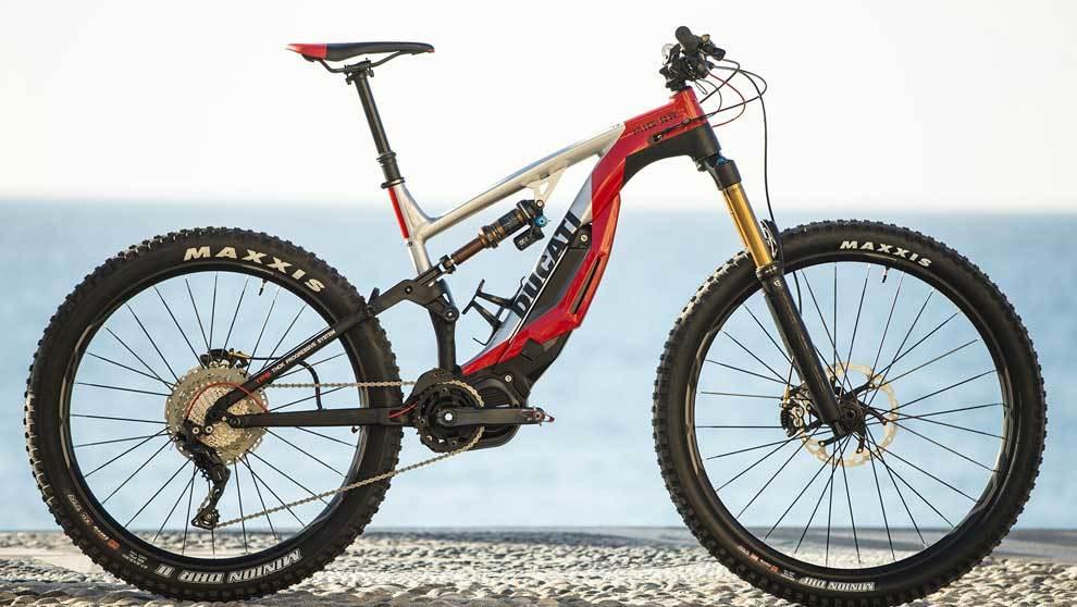 MIG-RR es una bicicleta con espíritu de correr carreras en descenso,...