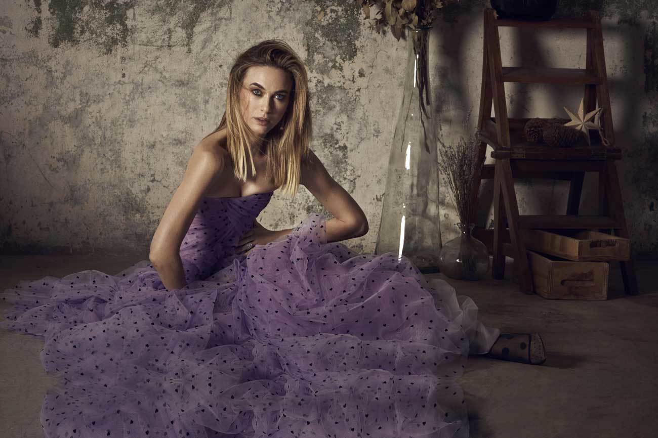 Vestido morado de tul y plumeti de Carolina Herrera  New York, c.p.v....