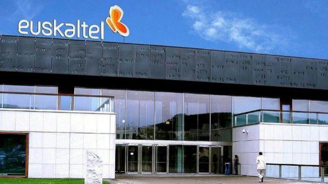 Sede de Euskaltel en el Parque Tecnológico de Vizcaya, en Derio.