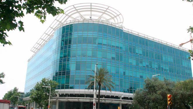 Blue Building se encuentra junto al Hotel Arts, en el Port Olímpic de...
