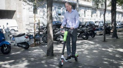 Los patinetes eléctricos de Lime comenzaron a operar en agosto en...