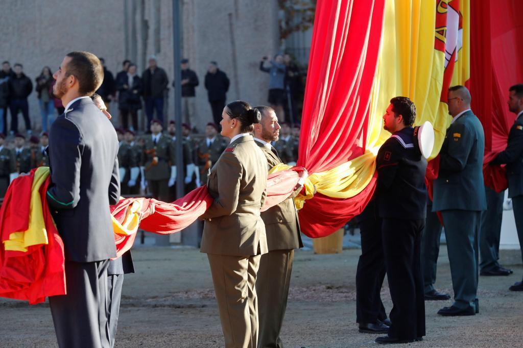 Miembros de todos los cuerpos de las Fuerzas Armadas participan hoy en...