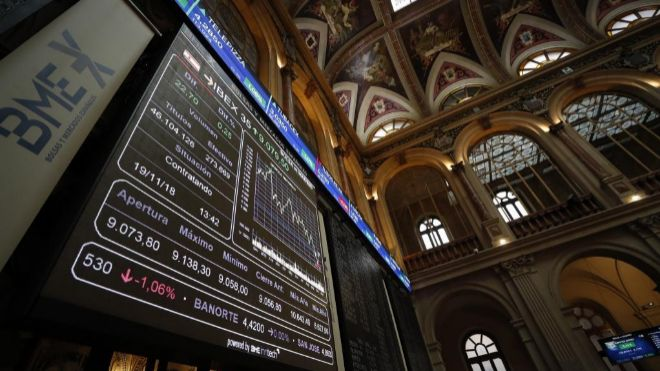 Pantalla del Ibex 35 en la Bolsa de Madrid.