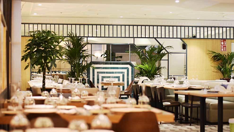 Restaurante con decoración firmada por Estudio Cousi.