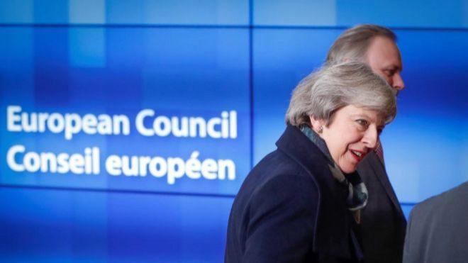 May sobrevive moción de censura impulsada por los conservadores