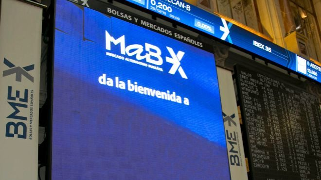 Pantalla del MAB en la Bolsa de Madrid.