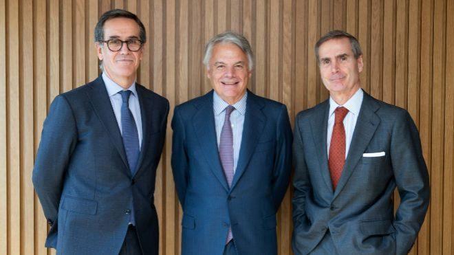 De izquierda a derecha, Alfonso Gil, consejero delegado de Alantra...