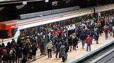 Tren de Cercanías en la Estación de Atocha de Madrid.