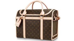 Louis Vuitton ha extendido su clásico monogram a este elegante bolso...
