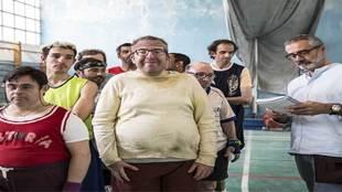 Javier Fresser junto a los protagonistas de Campeones, preparando una...