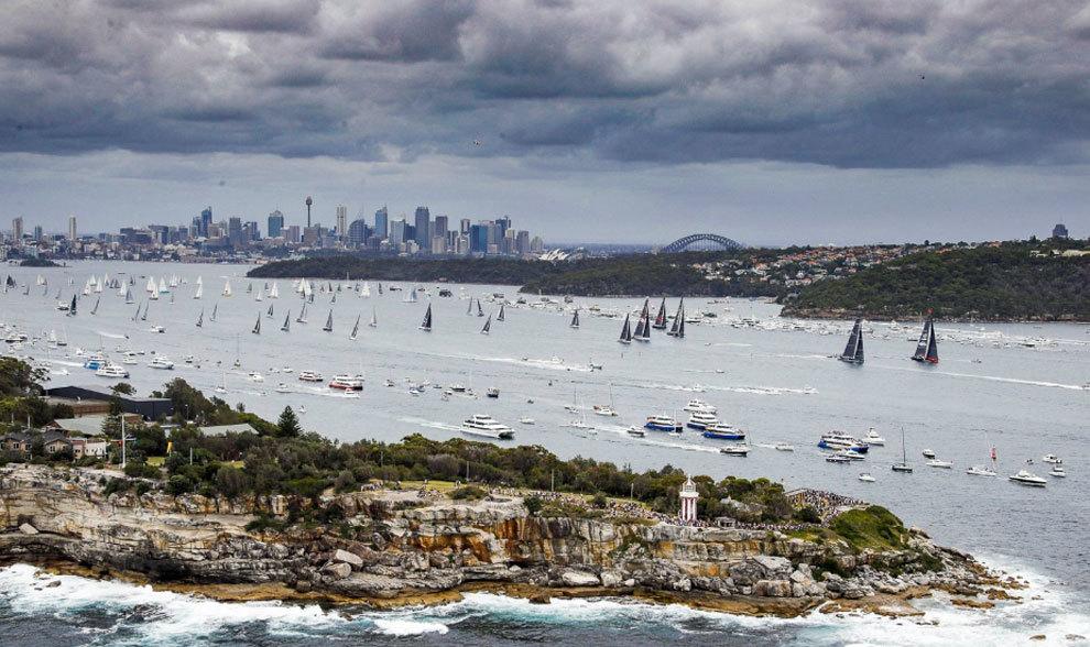 Salida de la flota participante de la Rolex Sydney to Hobart, durante...