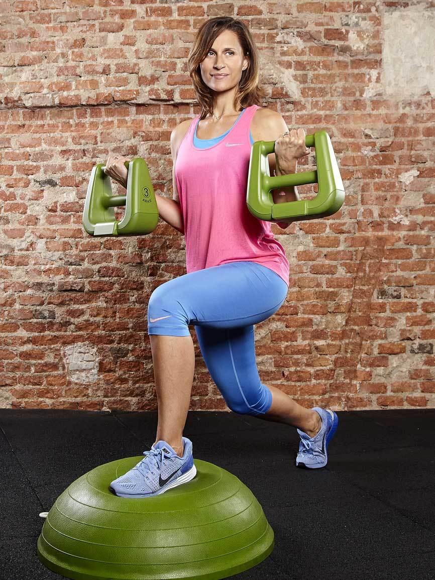 Arrancamos este entrenamiento funcional movilizando músculos grandes...