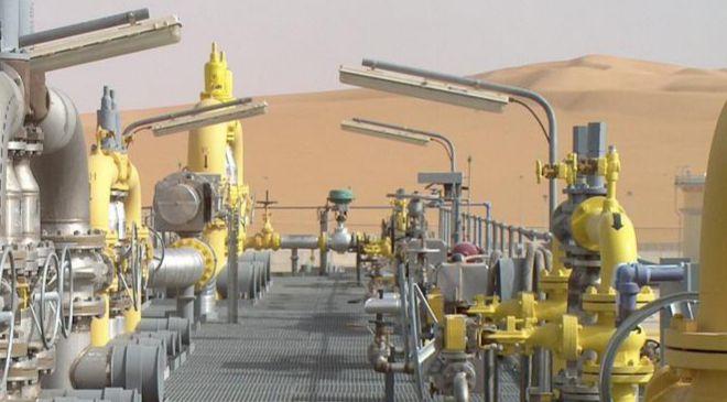 Instalaciones de CEPSA en el Yacimiento petrolífero...