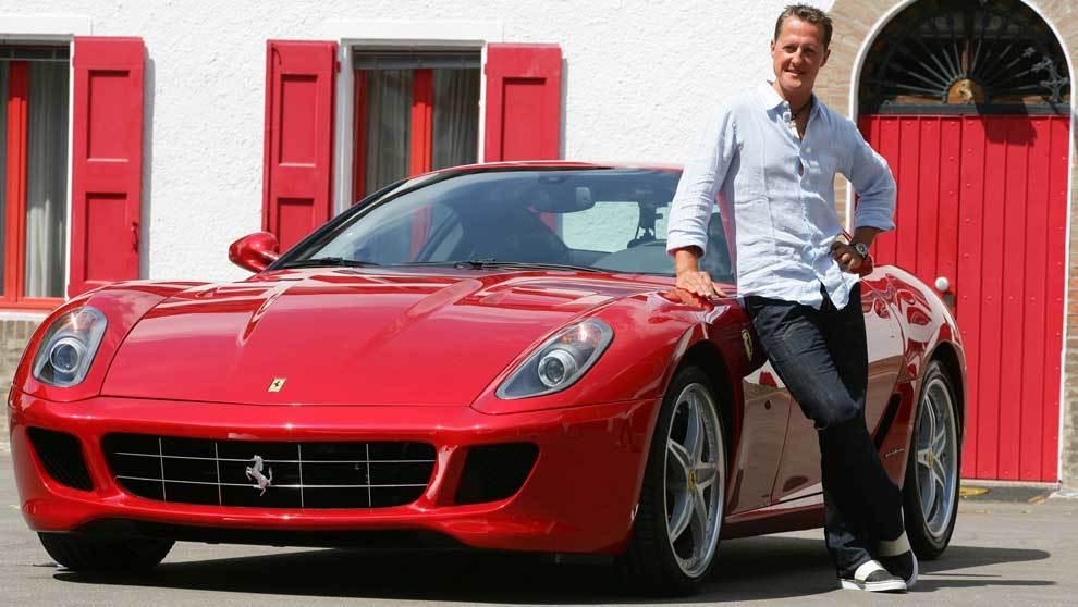 Michael Schumacher, el piloto alemán de F1 con un Ferrari 599 gtb en...