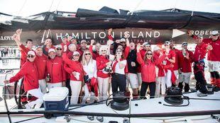 La tripulación del Wild Oats XI y la familia Oatley, celebrando la...
