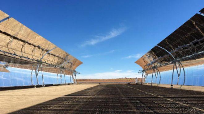 Planta de producción de energía solar de Abengoa en la provincia de...
