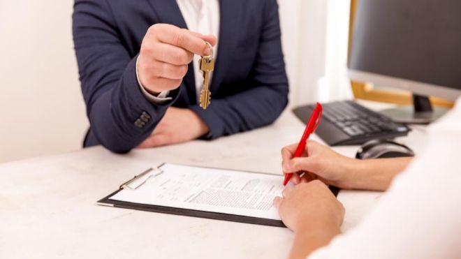 Firma de una hipoteca. El euribor es el índice al que se encuentran...