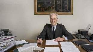 El abogado, 84 años, en el despacho de la Fundación Garrigues, que...