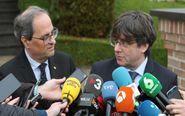 El presidente de la Generalitat de Cataluña, Quim Torra (i), junto al...
