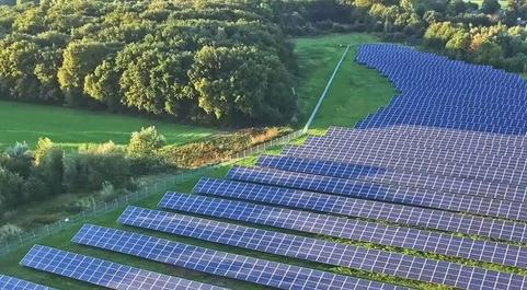 Los paneles solares que vende Huawei son el último foco de conflicto...