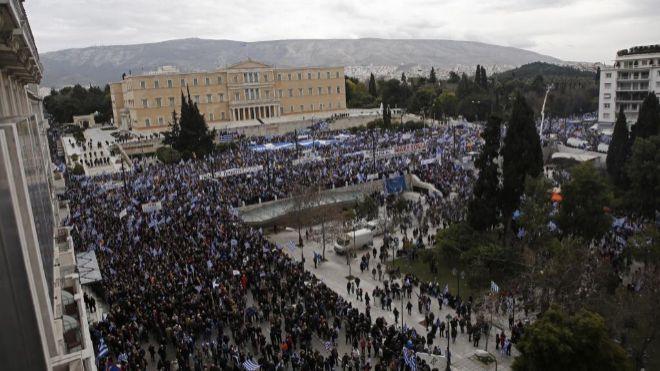 Multitudinaria manifestación en Atenas contra el cambio de nombre de Macedonia