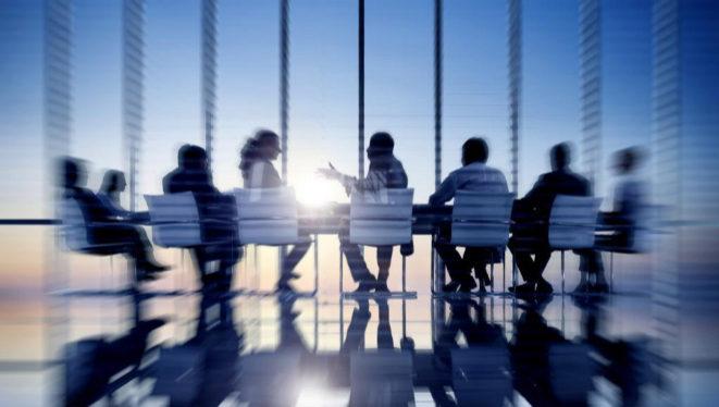 ¿Puede un administrador dejar de recibir una indemnización no fijada en los estatutos sociales?