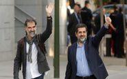 Foto de archivo de Jordi Sànchez (d) y Jordi Cuixart (i) a su llegada...