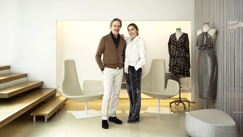El diseñador Roberto Torretta y su hija María en el...