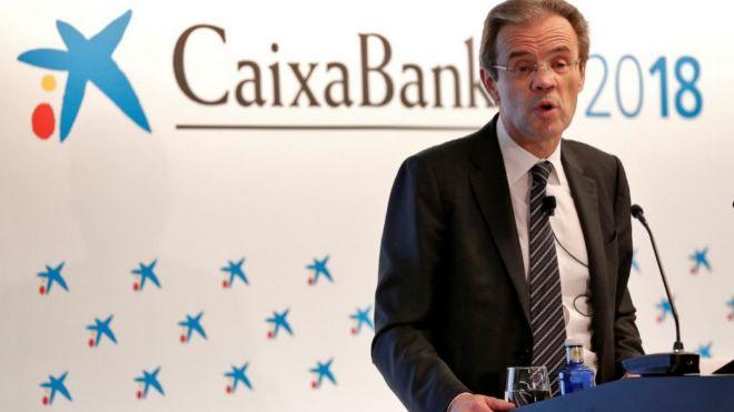 El presidente de Caixabank, Jordi Gual, durante la rueda de prensa de...