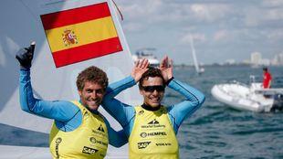 Nicolás Rodríguez y Jordi Xammar, celebrando el oro de Miami. |...