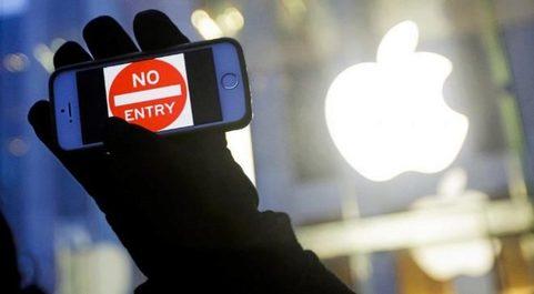 "Un iPhone en cuya pantalla se lee: ""Acceso prohibido""."