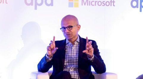 Satya Nadella, consejero delego de Microsoft, durante el desayuno...