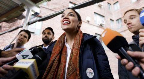 Alexandria Ocasio-Cortez, de 29 años, la mujer más joven elegida...