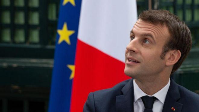 Macron propone un